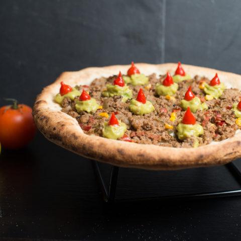 Photo d'une pizza à la viande pour la formation de pizzaiolo de marseille